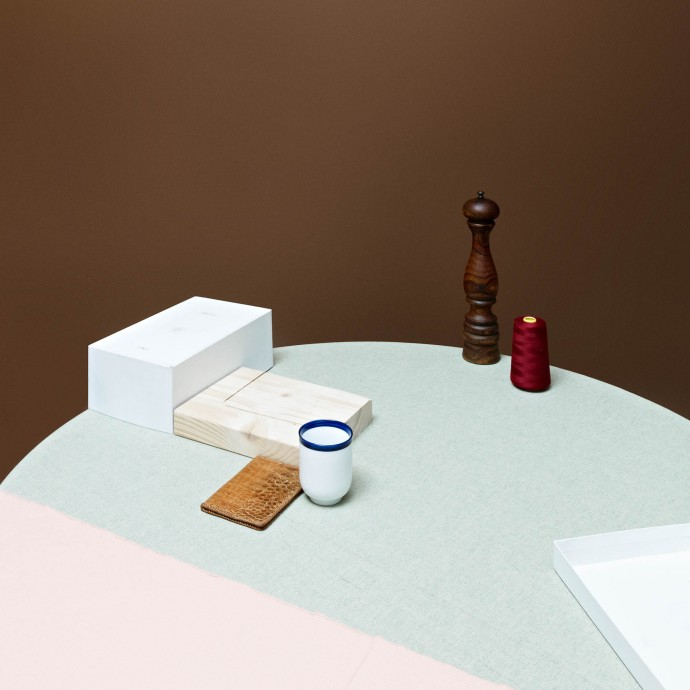 Table composition with brown and pink