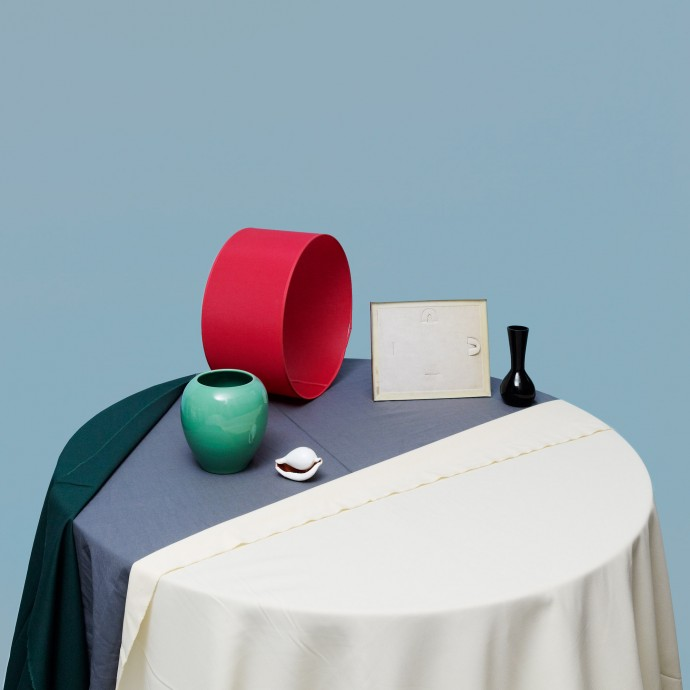 Table composition with lampshade